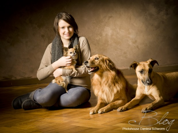 Praktikantin Tammi mit den Hunden